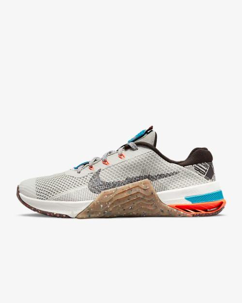 Nike Metcon 7 Training Shoe Light Bone/Gum Medium Brown/Sail/Multi-Colour Style: DH2727-091 www.BattleBoxUk.com