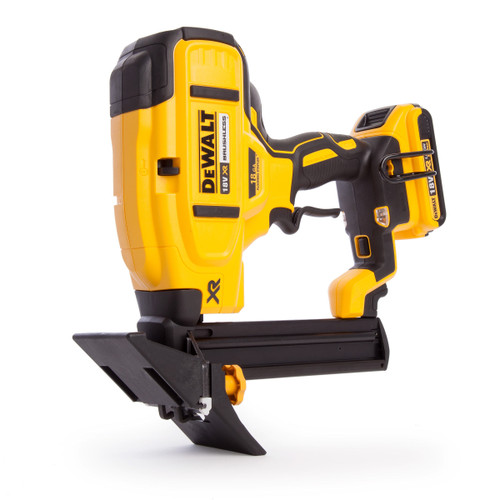 Dewalt DCN682D2 18V Cordless XR Brushless 18Ga Flooring Stapler (2 x 2.0Ah Batteries) - 9