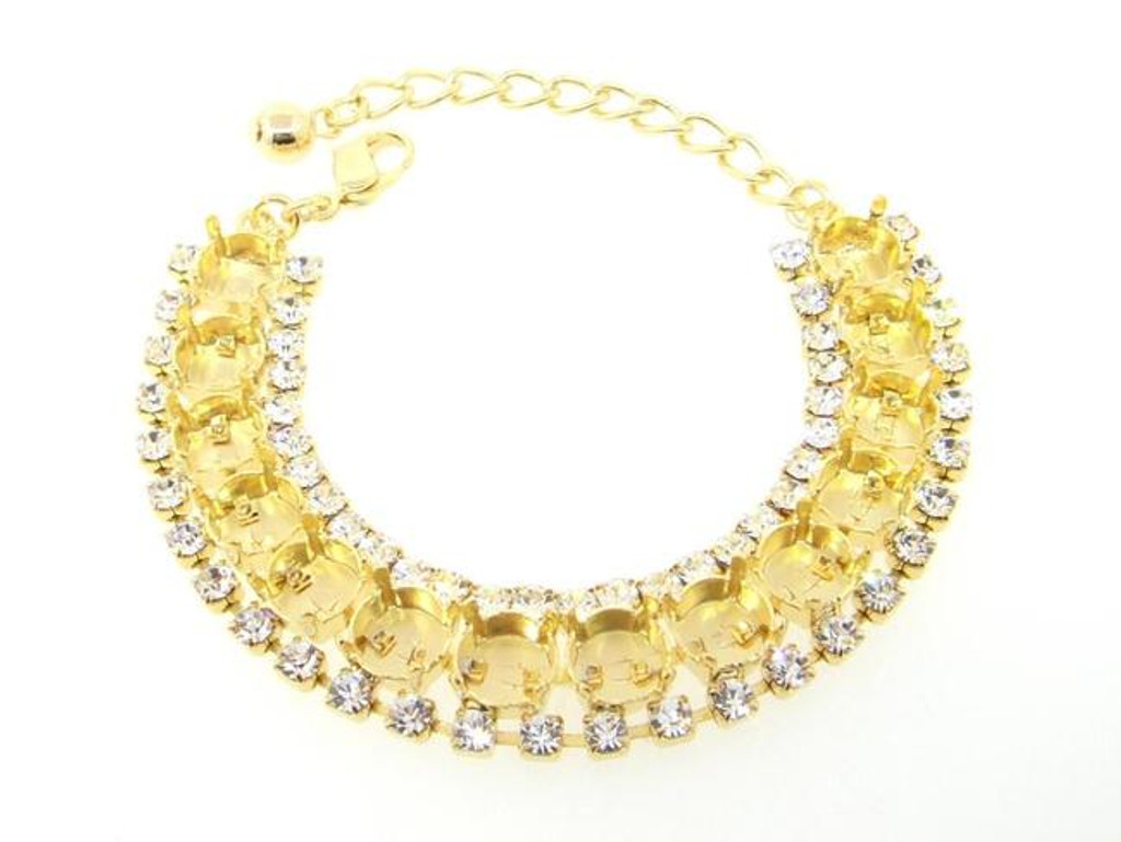 Crystal Halo Fourteen Setting Bracelet in gold