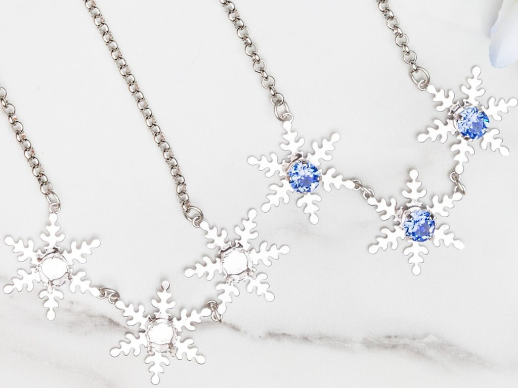 8.5mm | Triple Snowflake Necklace | One Piece
