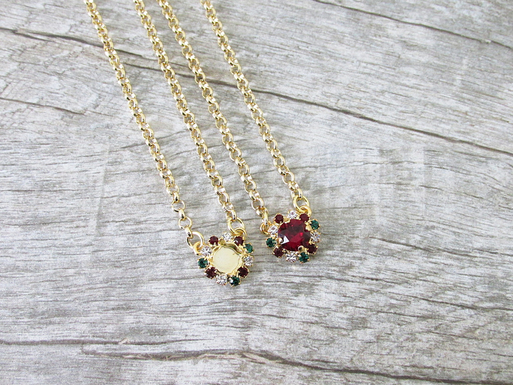 8.5mm | Christmas Crystal Halo Necklace | One Piece