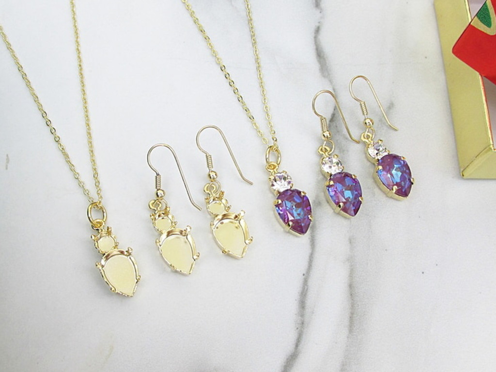 6mm & 14mm x 10mm Pear | Christmas Tree Light Bulb Necklace & Earrings | One Set