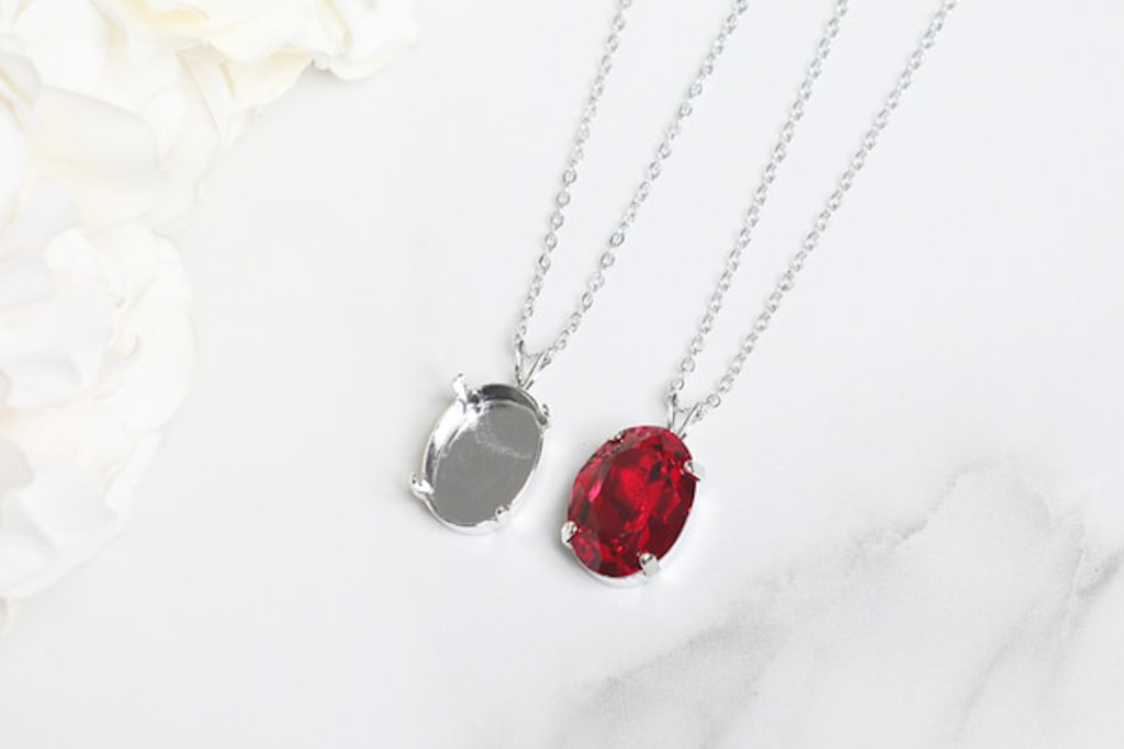 18mm x 13mm Oval | Single Pendant On Necklace Chain | One Piece