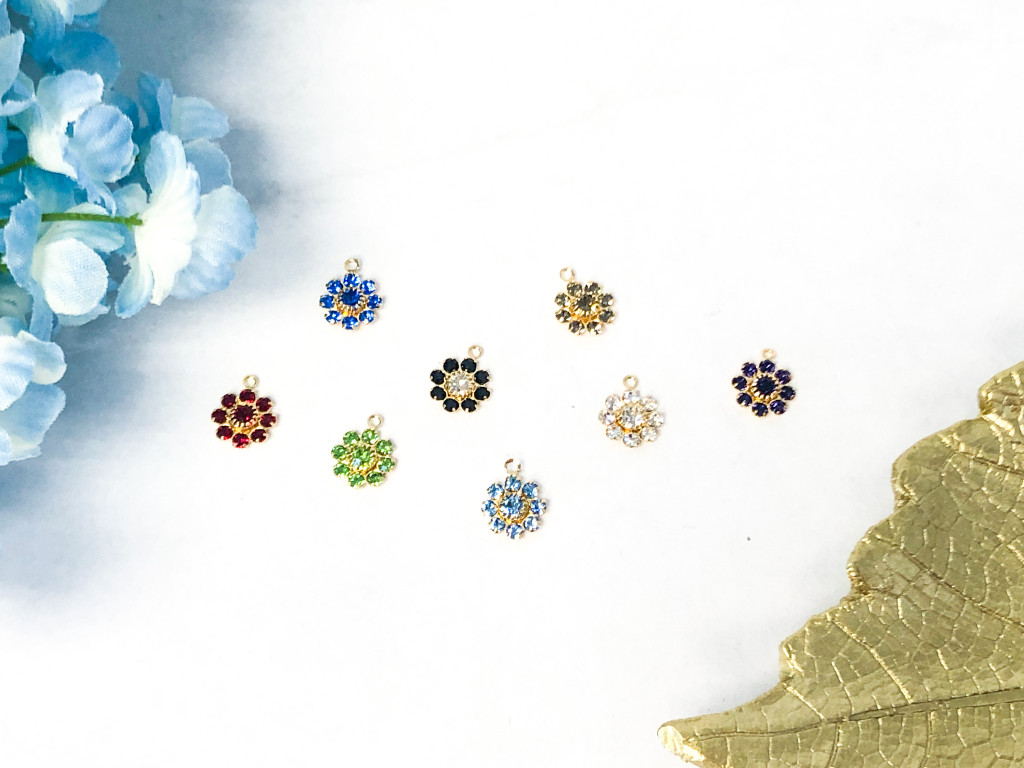 10mm Floral Gold Findings with Ring made with Swarovski Crystal | Random 10 Pieces