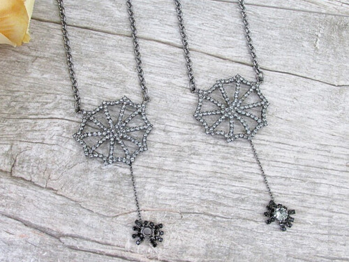 6mm | Spiderweb With Dangling Spider Necklace | One Piece