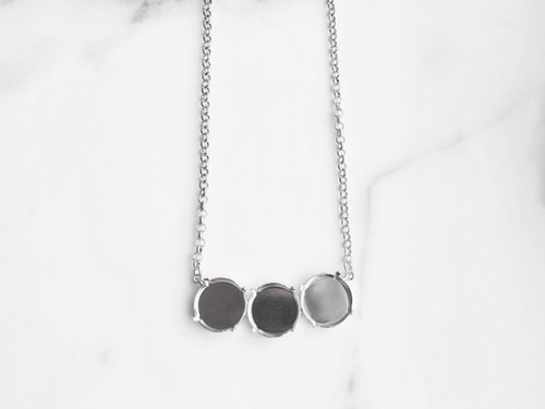 18mm Round | Three Setting Necklace | One Piece