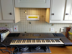For sale intelligent Roland e500 e-500 keyboard including world shipping