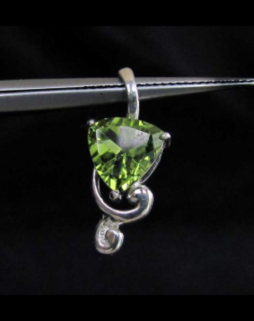 Elegant Sterling silver Gemstone Pendant with natural emerald Green Peridot