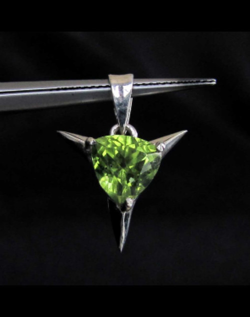 Star shaped Sterling silver Gemstone pendant with natural emerald Green Peridot