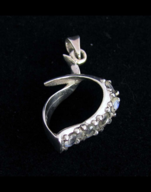 Sterling silver Gemstone pendant with 5 sparkling little Blue Fire Moonstones 925 silver