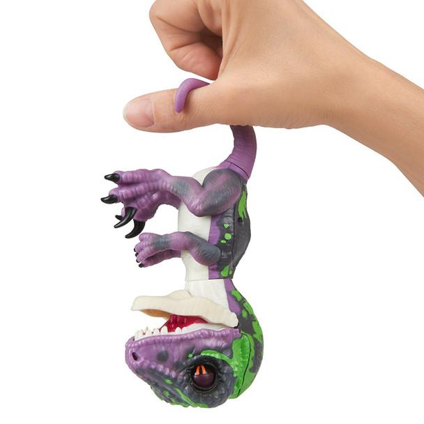 Fingerlings Untamed Dinosaur Razor the Velociraptor Figure (Purple)