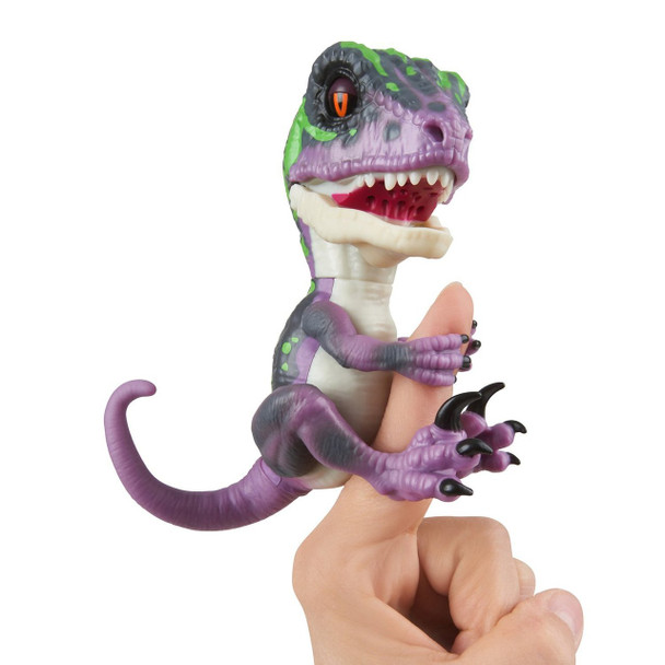 Fingerlings Untamed Dinosaur Razor the Velociraptor Figure (Purple)