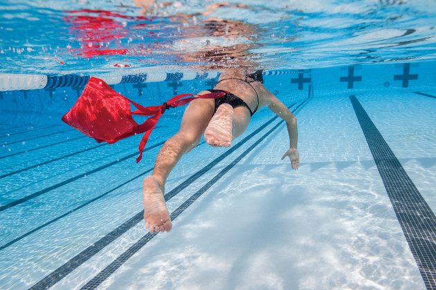 Swimming performance: Can you parachute your way to a PB?