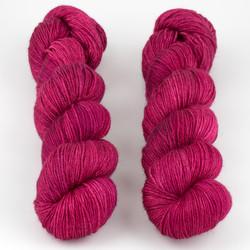 JulieSpins, Silky 435 // Joyful Red