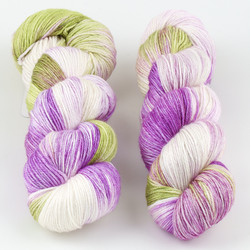 JulieSpins, Silky 435 // Gooseberry at  The Loopy Ewe