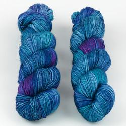 JulieSpins, Silky 435 // Peacock