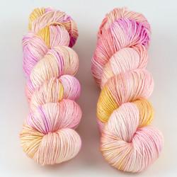 JulieSpins, Silky 435 // Taffy