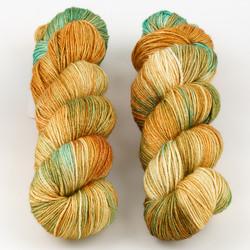 JulieSpins, Silky 435 // Meadow