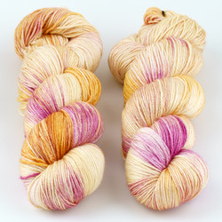 JulieSpins, Silky 435 // Parfait