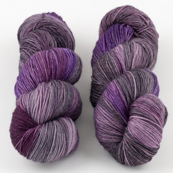 JulieSpins, MCN 430 // Smoky Plum at  The Loopy Ewe