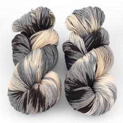 Ancient Arts Fibre Crafts, Heavy Fingering Yarn // Maine Coon Kali