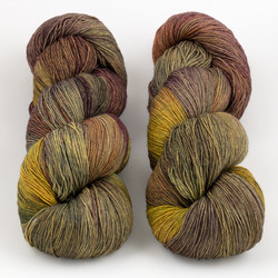 JulieSpins, Euro Fingering 820 // Tuscan Grove at  The Loopy Ewe