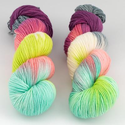 Blue Moon Fiber Arts, Socks that Rock Lightweight // Bellas