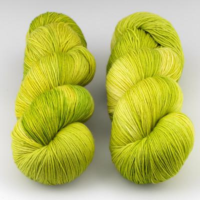 JulieSpins, Euro Fingering 820 // Packham Pear