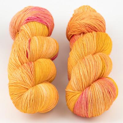 JulieSpins, Euro Fingering 820 // Peaches