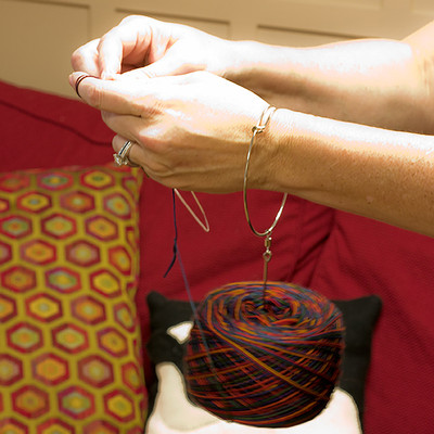 Lacis Wrist Yarn Ball Holder