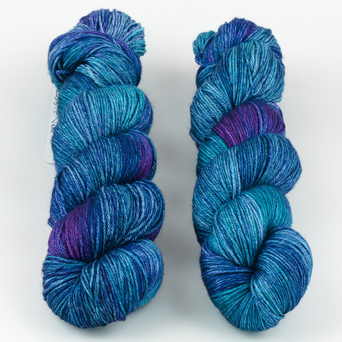 JulieSpins, Silky 435 // Peacock at  The Loopy Ewe