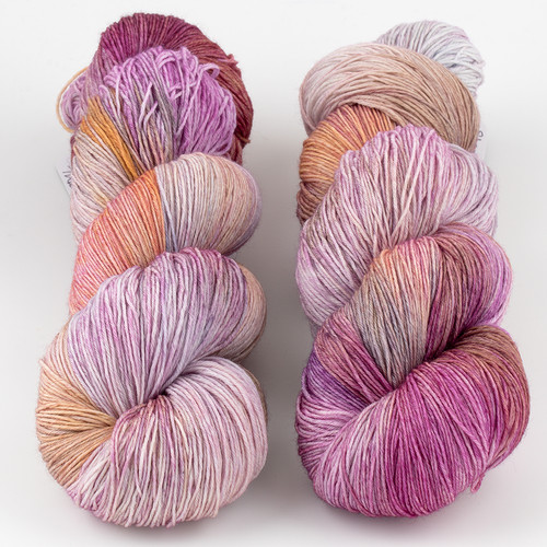 JulieSpins, Euro Fingering 820 // Stargazer Lily at  The Loopy Ewe