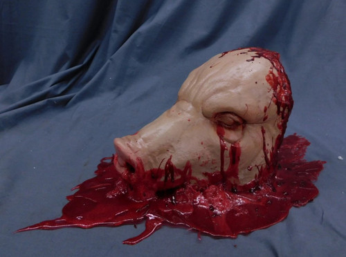 Gore Pool Pig Head in Rubber Blood