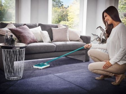 LIGHTWEIGHT FLOOR AND CARPET SWEEPER ON HOME CARPET