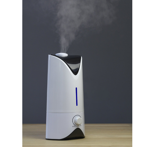 PROFESSIONAL HUMIDIFIER WHITE IN USE