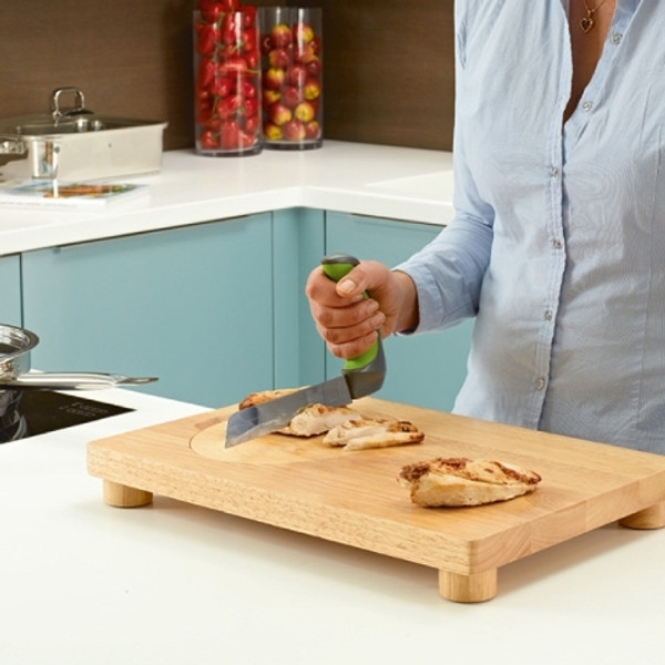 EASY GRIP KNIVES ON CHOPPING BOARD
