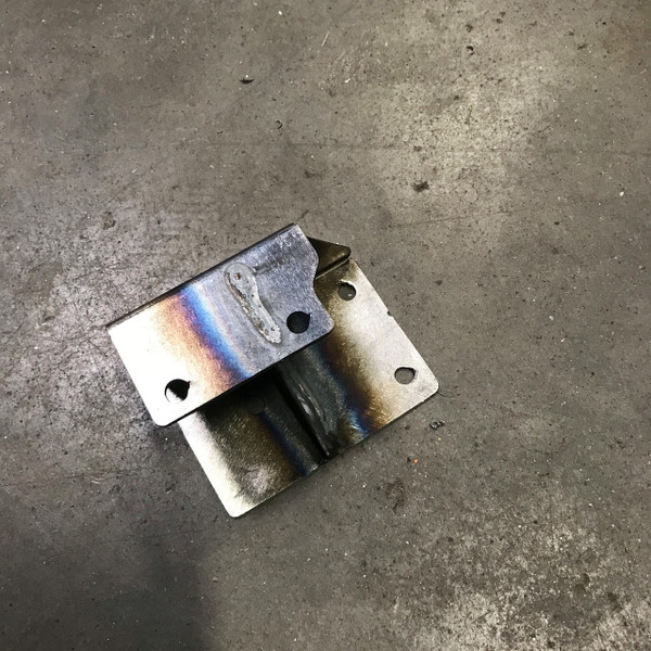 Throttle pedal with bolt in mount for squarebody chevys