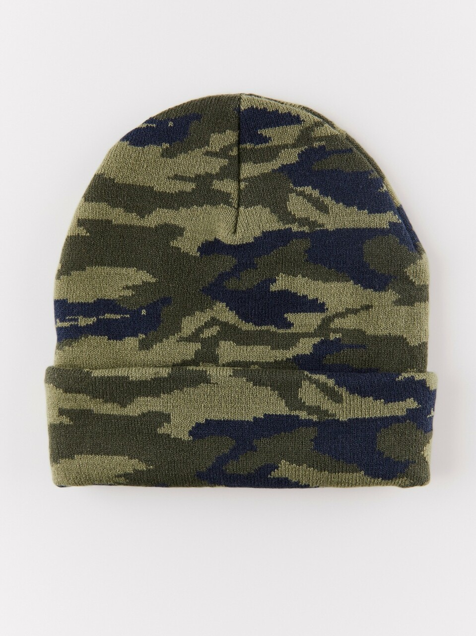 Knitted cap with camouflage pattern