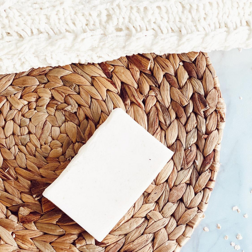 Gently exfoliate and hydrate with this lucious, foaming bath bar! Enjoy a rich lather and skin soothing ingredients, oatmeal, hydrating Agave and delicious almond essential oil.