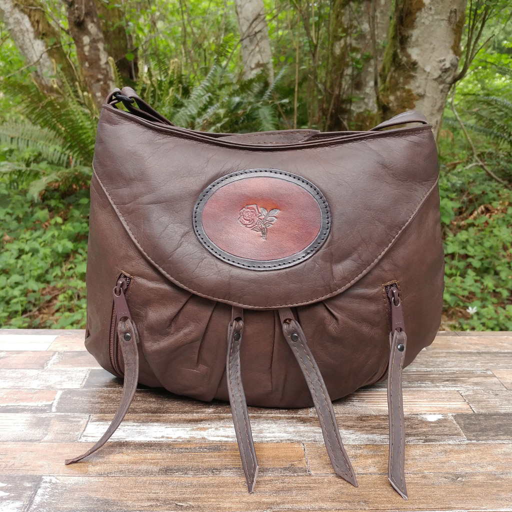 Beautiful soft oil tanned leather in brown.   This is the bag you  will  get when placing your order from this page.