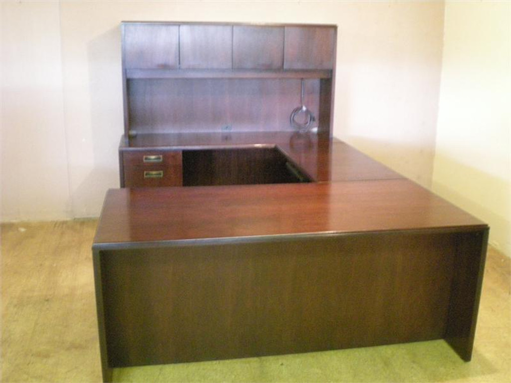 USED INDIANA DESK MAHOGANY U SHAPE WITH 3672 DESK 4824 BRIDGE AND 2472 CREDENZA WITH HUTCH AND TASK LIGHT
