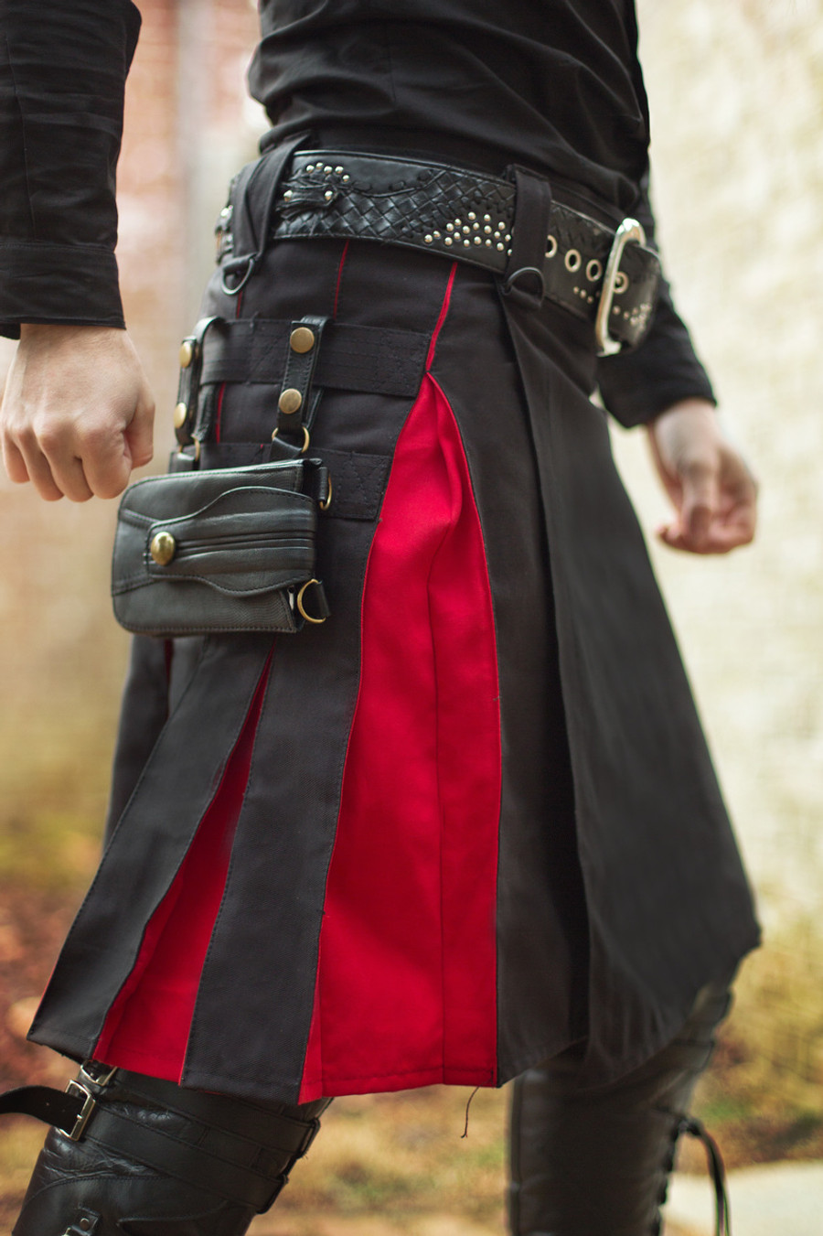 Leather Versatta Phone Pocket attached to a black / red Versatta Cargo Hybrid Kilt. Featuring the Naga Belt.