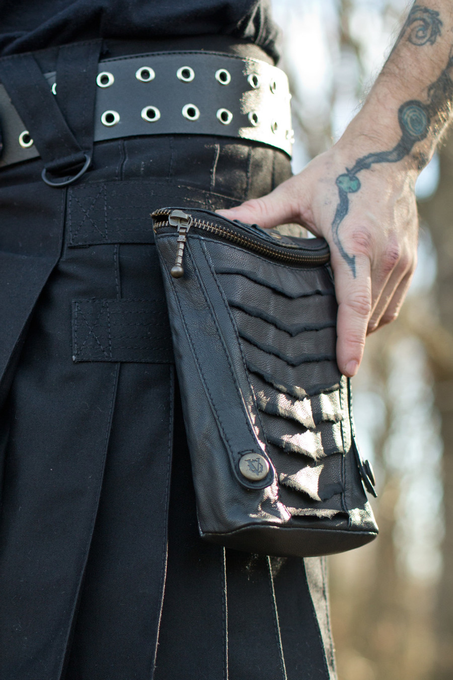 Leather XL Cargo Pocket V2 on a black Versatta V-Cargo Kilt.