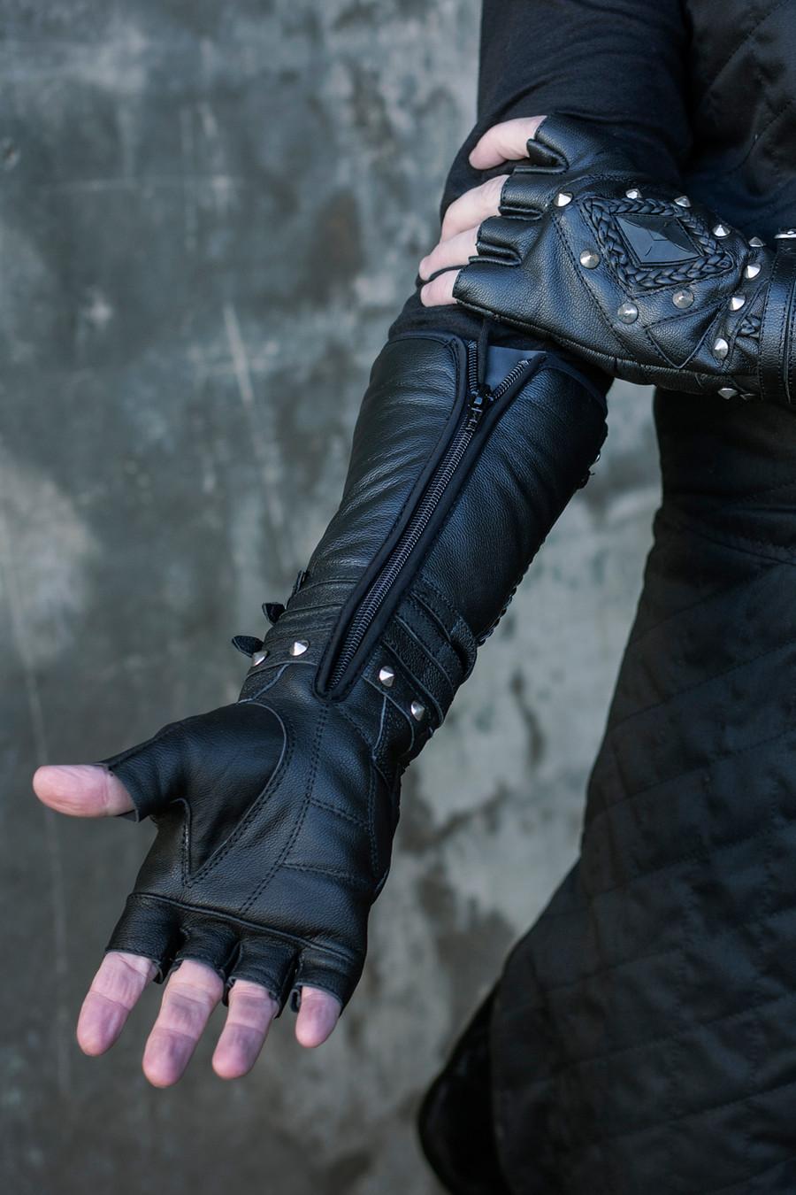 Darkbane Fingerless Gauntlets