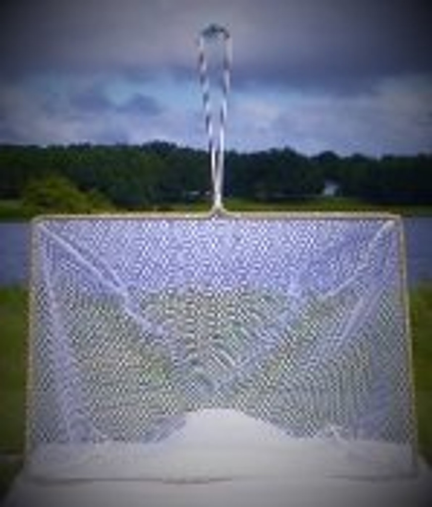 "Our largest net shown at 15"" x 21"""