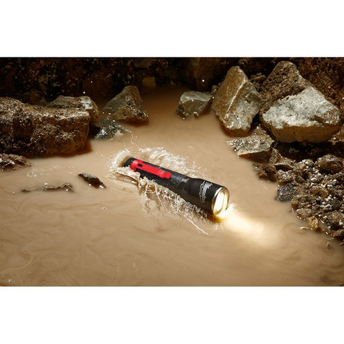 Milwaukee 2107 325L Focusing Flashlight