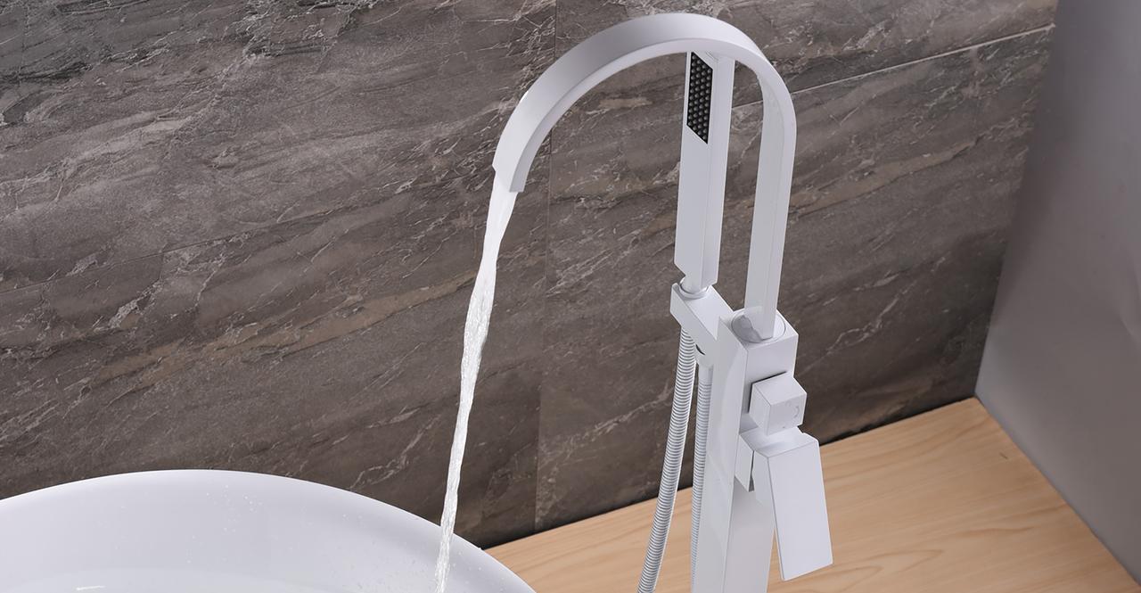 Snoqualmie Tub Faucet, Diamond White