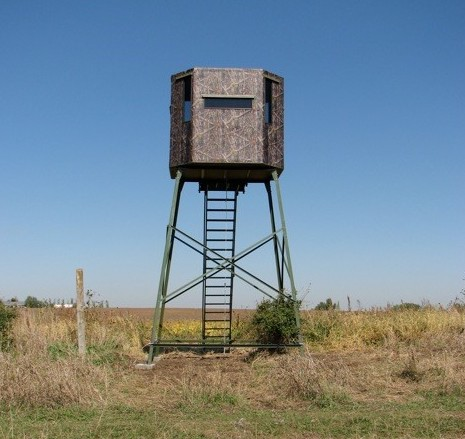 Penetrator anchoring 12-ft tall deer stand hunting blind