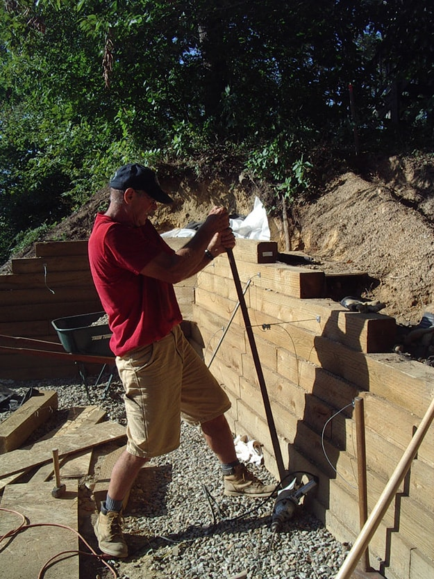 Retaining wall installation with Arrowhead 3ST and Quickvise