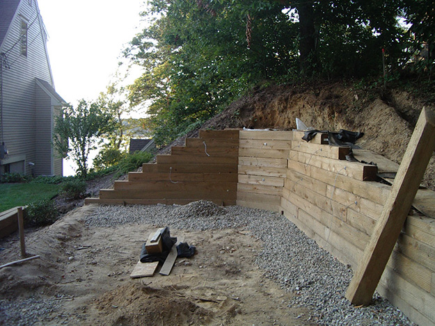 Anchoring retaining wall with Arrowheads